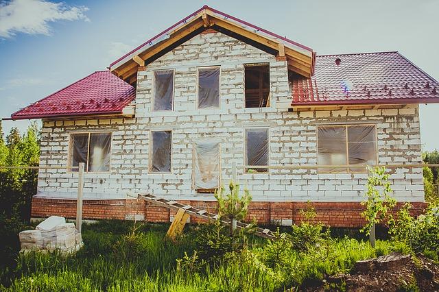 rozestavěný zděný dům