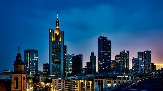 město, vysoké budovy