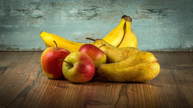 hrušky, jablka a banány.jpg