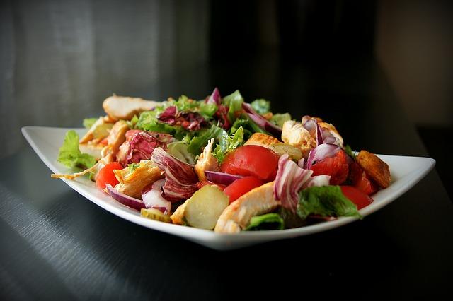 zeleninový salát s masem.jpg
