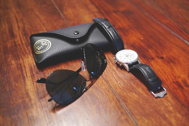 pouzdro, hodinky a brýle.jpg