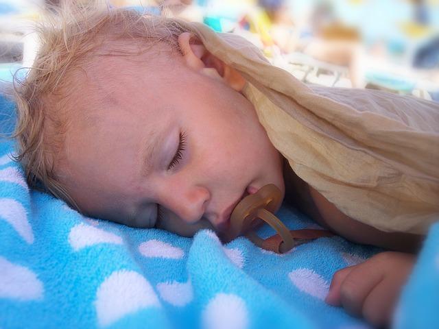 spánek s dudlíkem