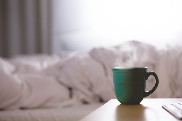 ranní káva u postele
