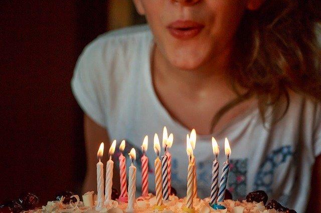 svíčky narozeninový dort.jpg
