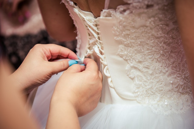 Korsetové svatební šaty bílé