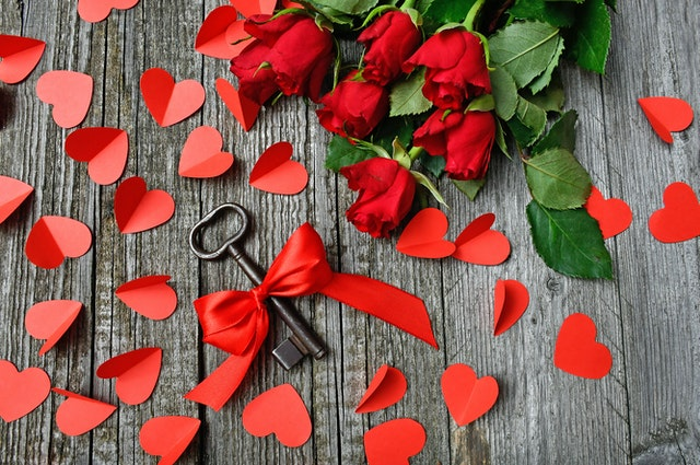 klíč, dárek, růže, srdce